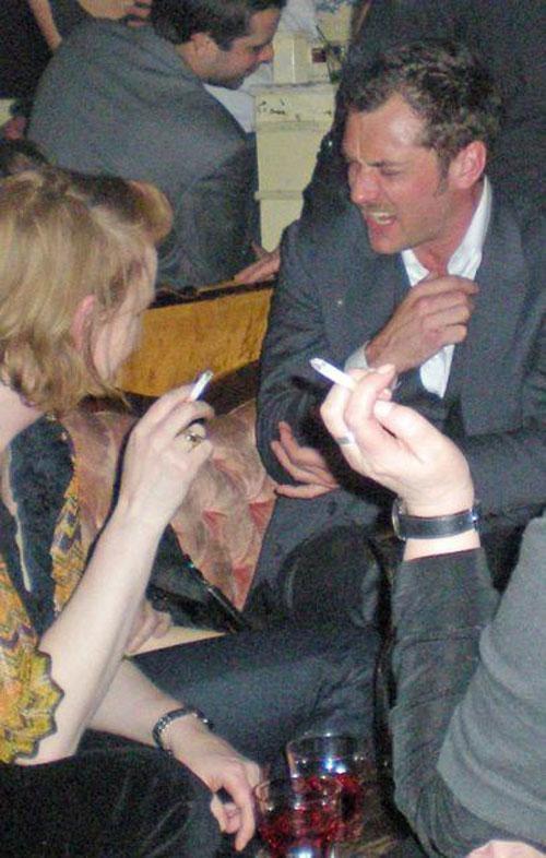 9 марта британский актер был замечен с друзьями в ночном клубе The Box.